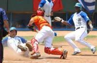 El anotador oficial de béisbol: Entre el anonimato y la polémica